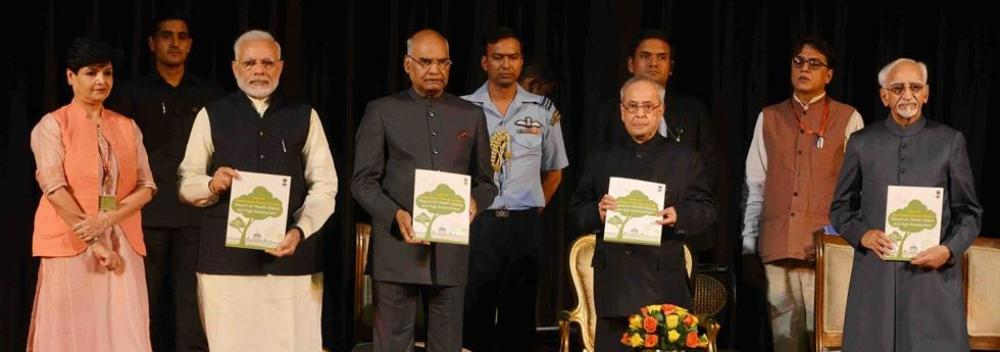 Dr. Savita, Director, Forest Research Institute, Dehradun presenting the Report on 'Health Status and Age Assessment of the Trees of Rashtrapati Bhavan' to the Honble President of India, Shri Pranab Mukherjee at Rashtrapati Bhavan July 24, 2017